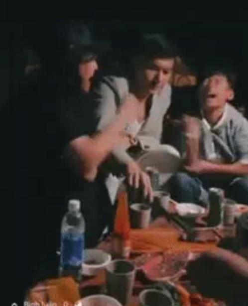 Lộ ảnh Lâm Bảo Châu thân thiết với con trai Lệ Quyên-2
