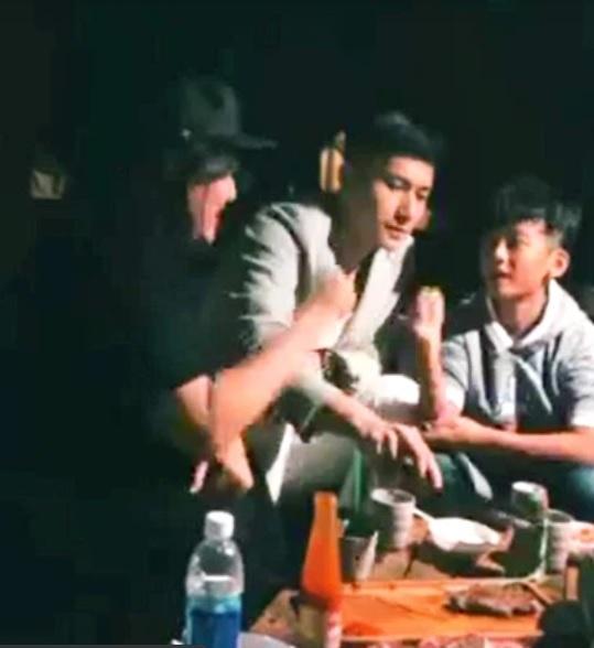 Lộ ảnh Lâm Bảo Châu thân thiết với con trai Lệ Quyên-1