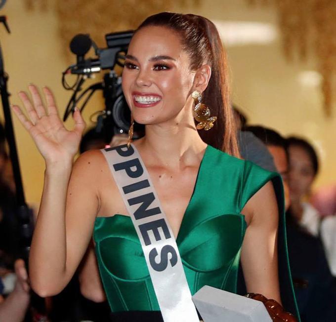 Trang phục xuất trận Miss Grand của Ngọc Thảo bị soi giống Catriona Gray-11