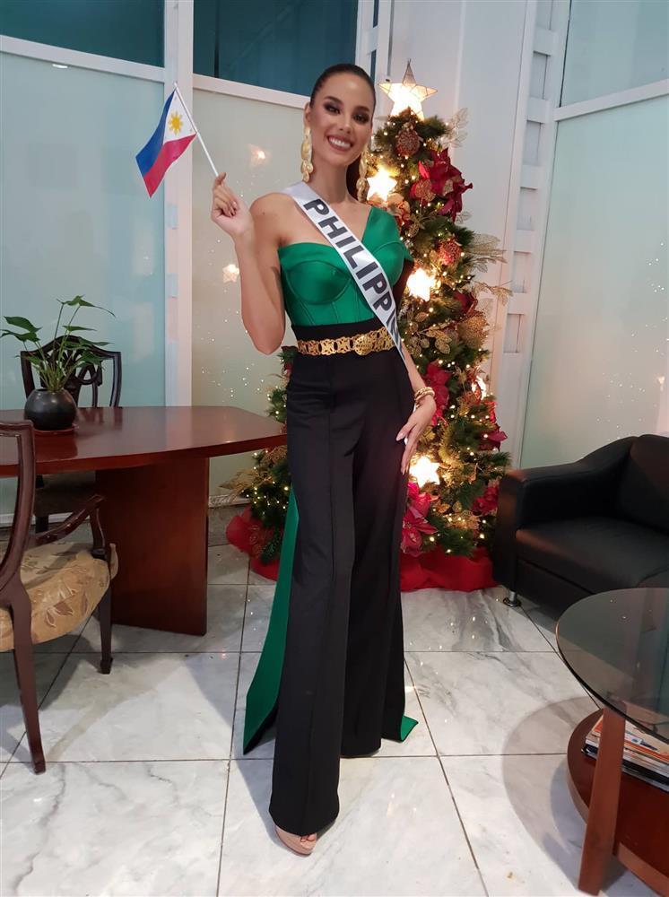 Trang phục xuất trận Miss Grand của Ngọc Thảo bị soi giống Catriona Gray-7