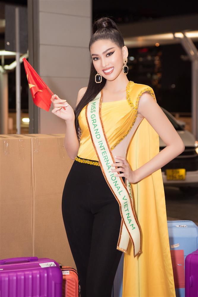 Trang phục xuất trận Miss Grand của Ngọc Thảo bị soi giống Catriona Gray-2
