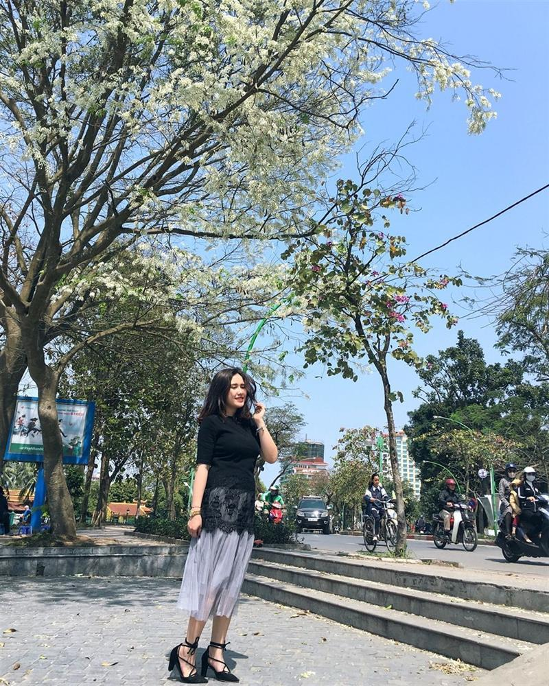Hoa sưa nở trắng trời tạo nên khung cảnh Hà Nội đẹp như thơ, đầy xao xuyến-5