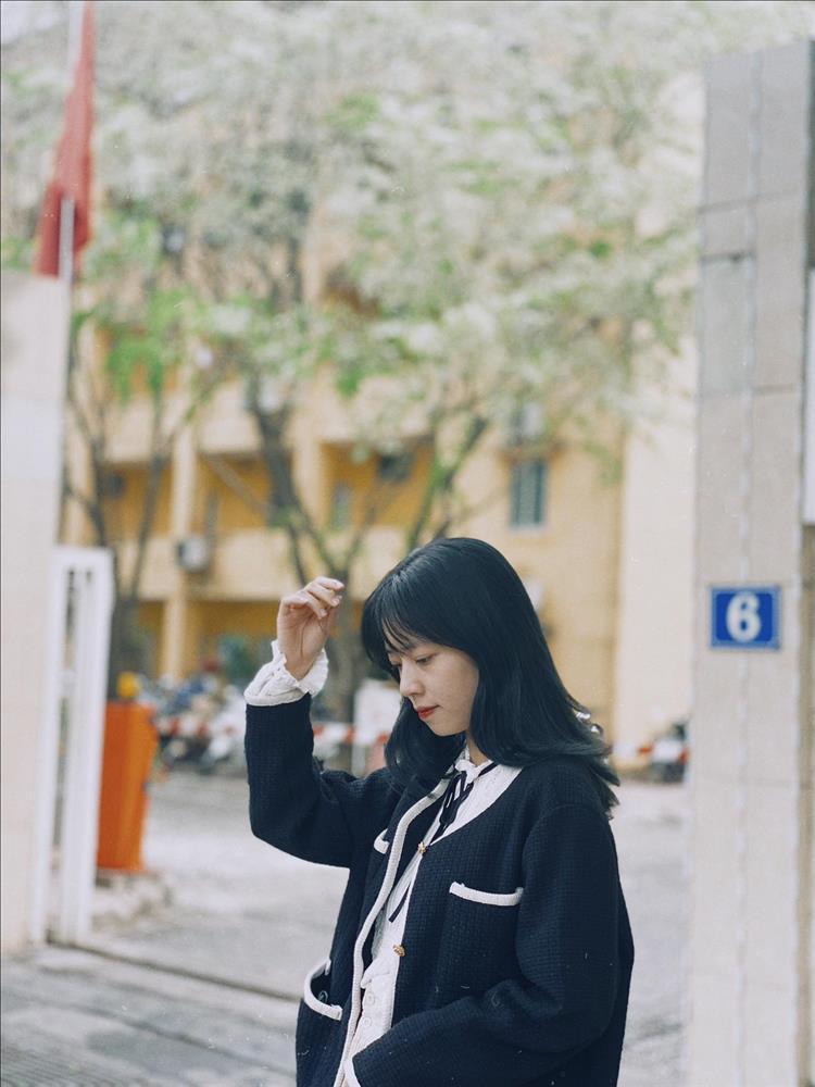 Hoa sưa nở trắng trời tạo nên khung cảnh Hà Nội đẹp như thơ, đầy xao xuyến-8