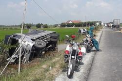 Kinh hoàng: Xe tải tông xe khách đi lễ chùa, hàng loạt người bị thương nằm la liệt bên đường