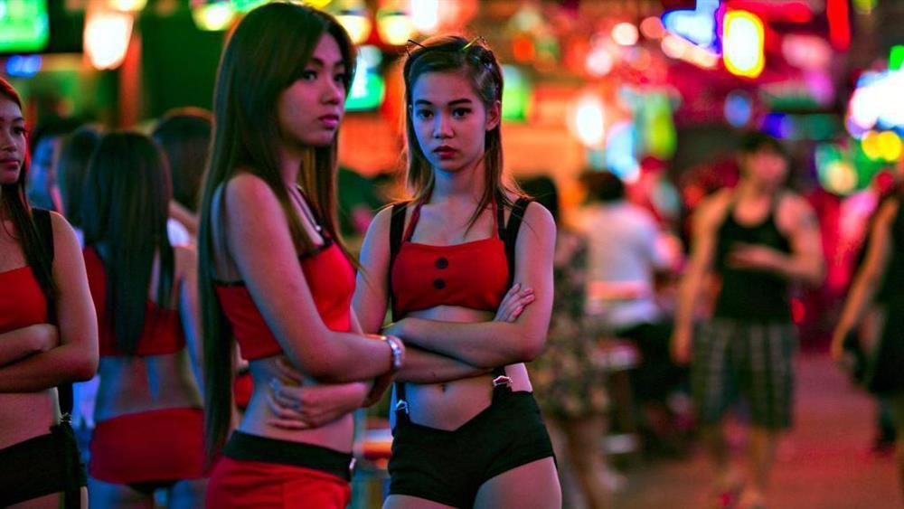Nữ tiếp viên Thái Lan qua đời sau khi phục vụ rượu-2