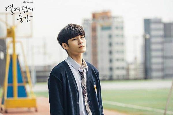Nam thần mới nổi Ong Seong Wu sánh vai ảnh đế Yoo Ah In trên màn ảnh rộng-4