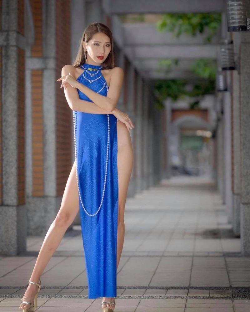 Nữ người mẫu gây phẫn nộ vì mặc áo dài quên quần phản cảm-3