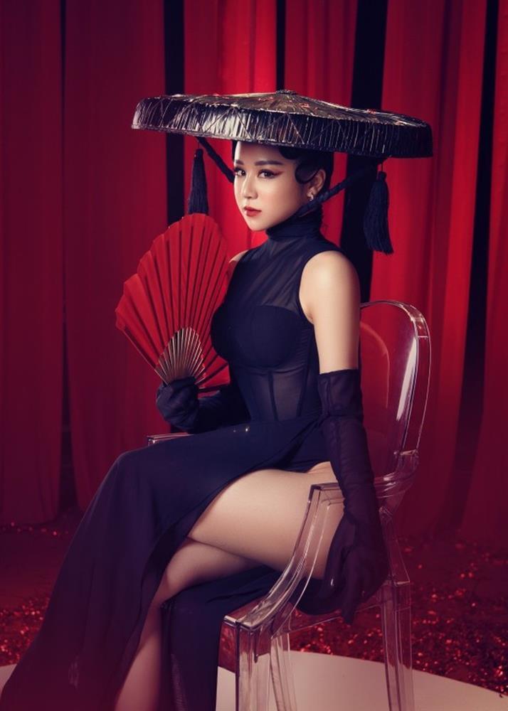 Nữ người mẫu gây phẫn nộ vì mặc áo dài quên quần phản cảm-9