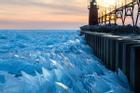 Cảnh băng vỡ ra ở hồ Michigan