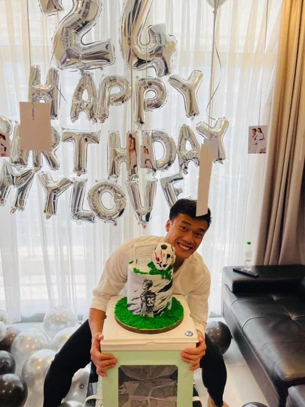 Bạn gái mẫu Tây lột xác trong ngày sinh nhật Bùi Tiến Dũng-2