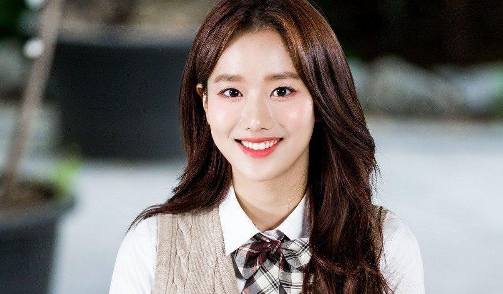 Hàng loạt phốt xấu xa của nàng thơ Lee Naeun nhóm APRIL bị đào mộ-1