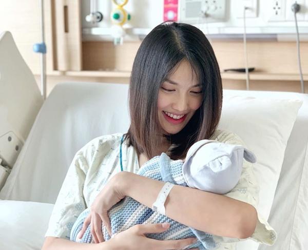 Trâm Anh, Hà Hồ, MC Hoàng Oanh mặt mộc sau sinh đẹp không tì vết-4