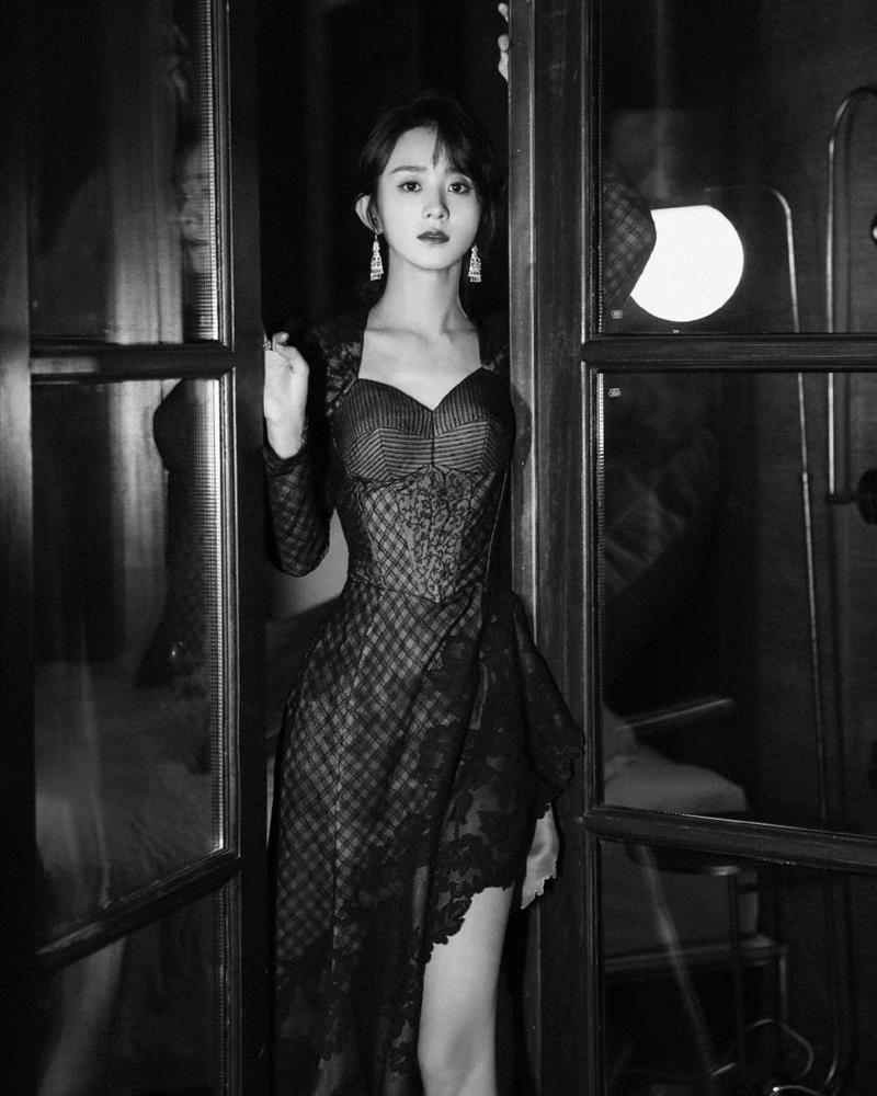 Stylist Triệu Lệ Dĩnh mỉa mai Dương Mịch mặc đồ cũ kém sang-2