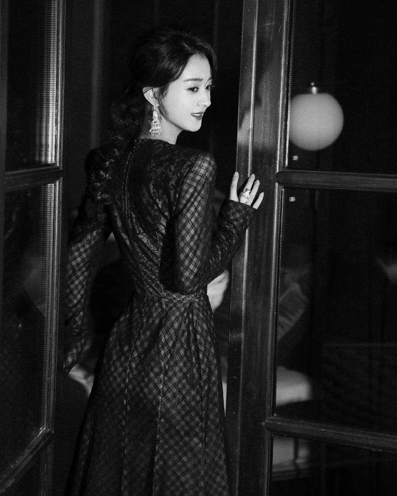 Stylist Triệu Lệ Dĩnh mỉa mai Dương Mịch mặc đồ cũ kém sang-3