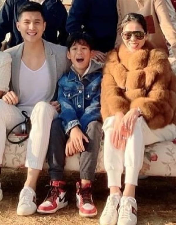 Lâm Bảo Châu khoe ảnh bên mẹ con Lệ Quyên như một gia đình-3
