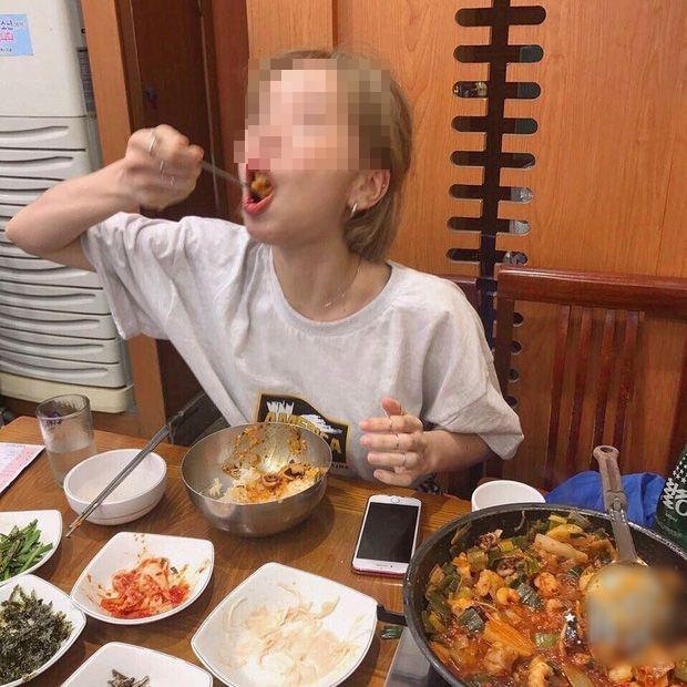 Ăn một lúc hết 10 chiếc chân gà, cô gái bị bạn trai đá vì không đủ sức nuôi-2