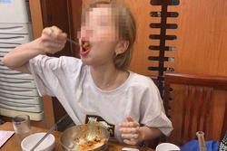 Ăn một lúc hết 10 chiếc chân gà, cô gái bị bạn trai 'đá' vì 'không đủ sức nuôi'