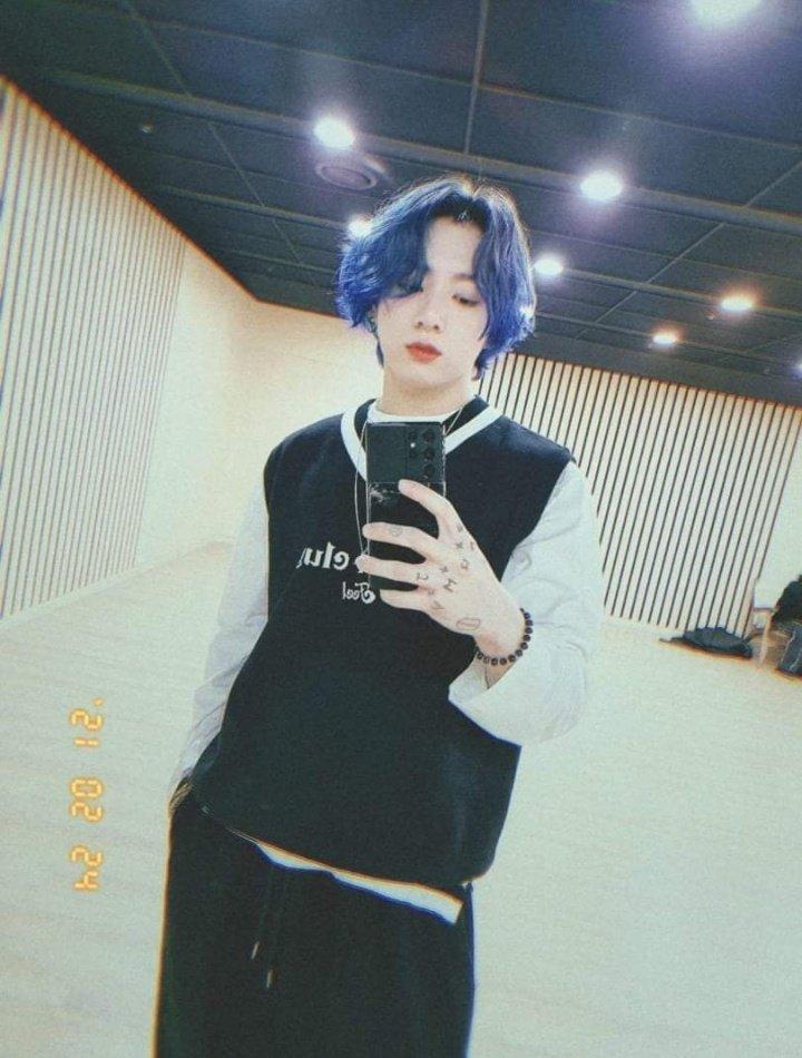 Fan BTS biến mình thành chúa hề chỉ vì màu tóc tự nhuộm của Jungkook-1