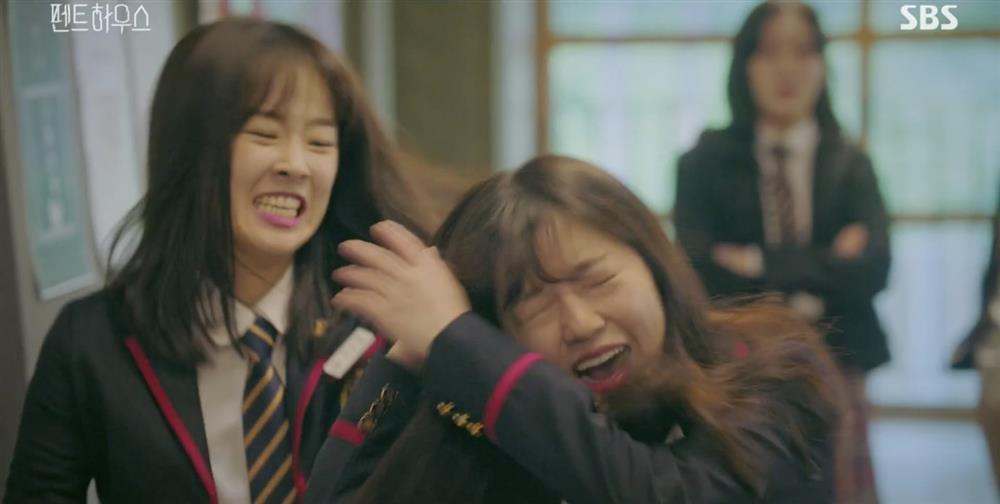 Ha Eun Byeol (Penthouse) bị tố hiếp đáp bạn học, mang cả đời thật lên phim-7