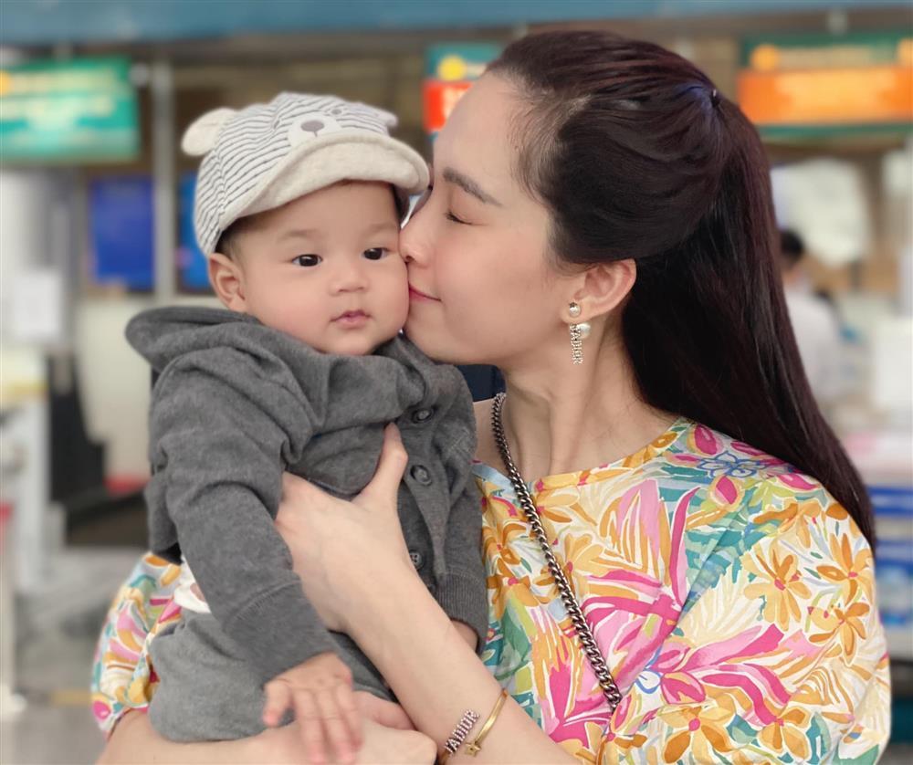 Chồng Đặng Thu Thảo bị bắt lỗi khi đăng ảnh vợ con-6
