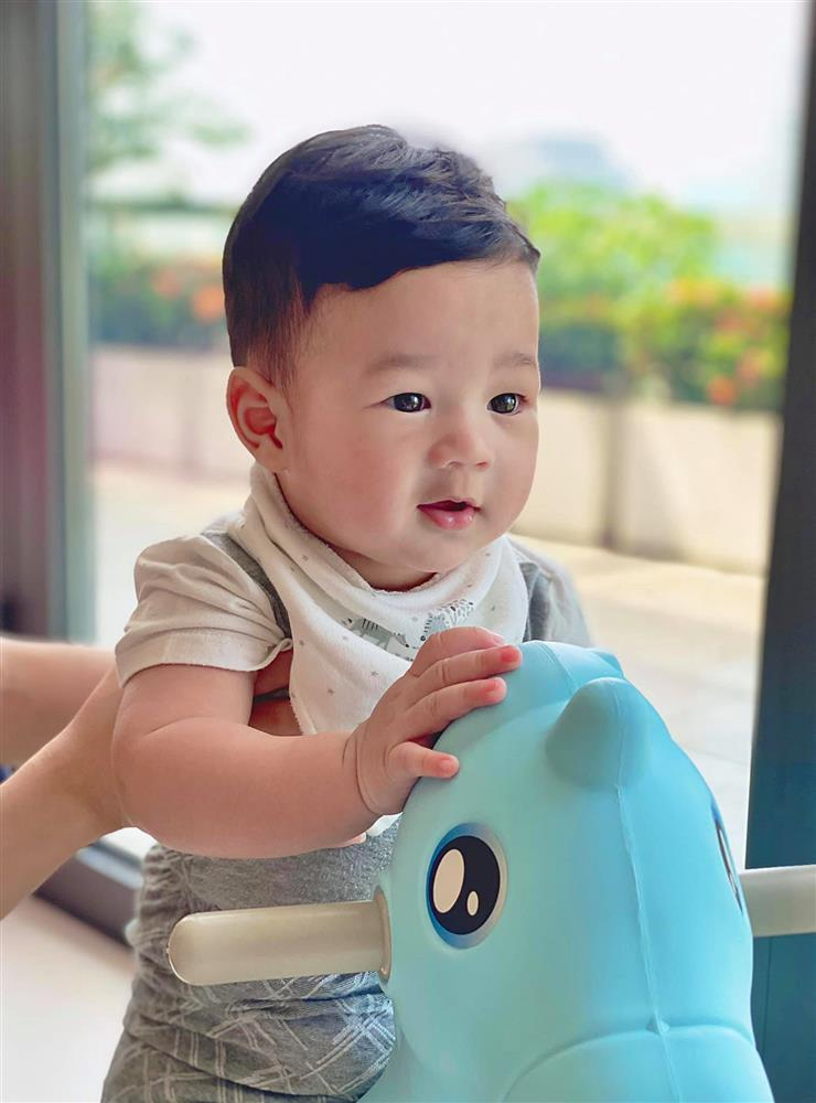 Chồng Đặng Thu Thảo bị bắt lỗi khi đăng ảnh vợ con-7