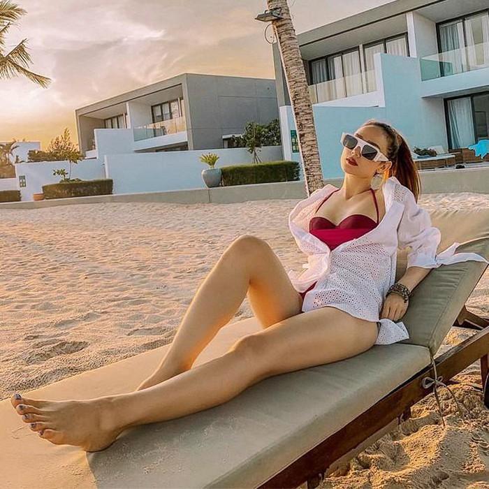 3 kiểu áo mix cùng bikini vừa đẹp vừa sang như Tóc Tiên, Hà Hồ-5