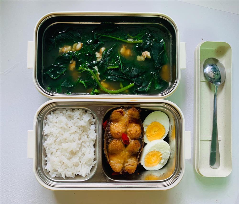 Ngày nào cũng dậy sớm nấu ăn mang đi làm, hộp cơm trưa của 9x được khen nức nở-5