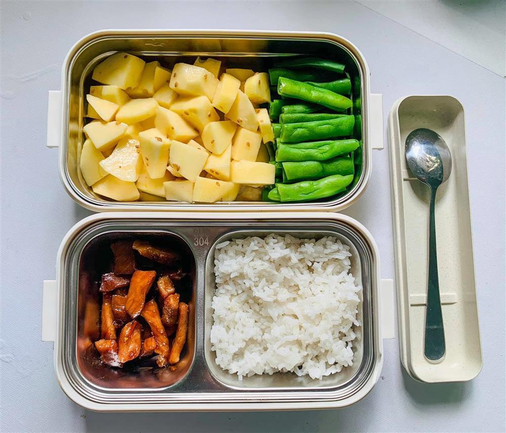 Ngày nào cũng dậy sớm nấu ăn mang đi làm, hộp cơm trưa của 9x được khen nức nở-7