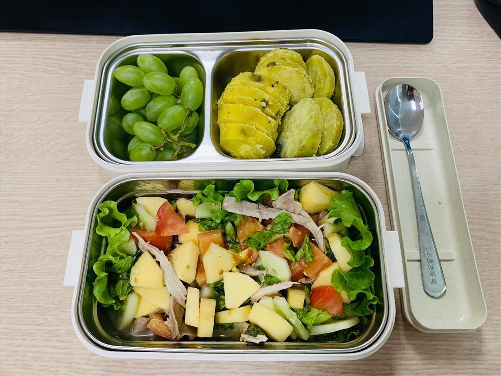 Ngày nào cũng dậy sớm nấu ăn mang đi làm, hộp cơm trưa của 9x được khen nức nở-8