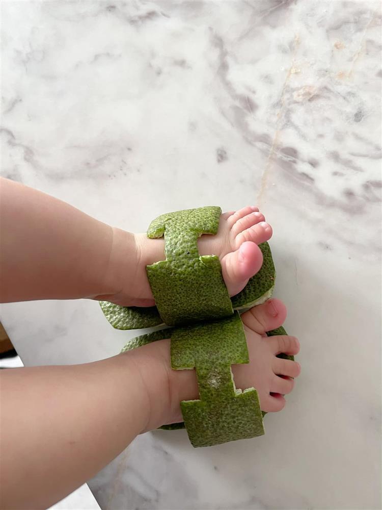 Đàm Thu Trang làm dép Hermès cho con bằng vỏ bưởi-6
