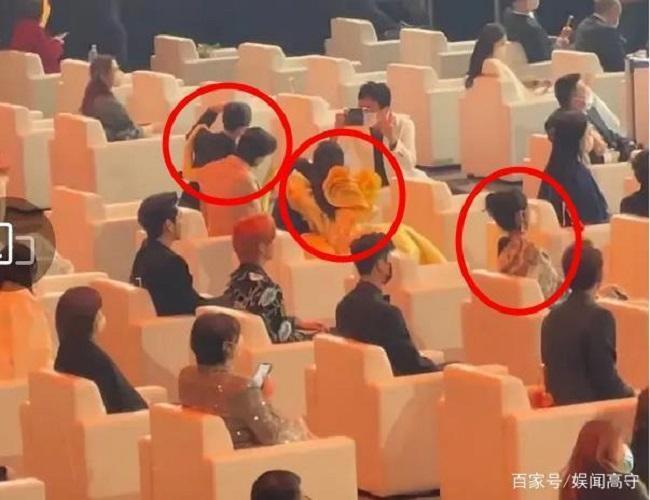 Triệu Lệ Dĩnh bị cô lập tại Đêm hội Weibo, khi có sự xuất hiện của tình cũ Phùng Thiệu Phong?-1