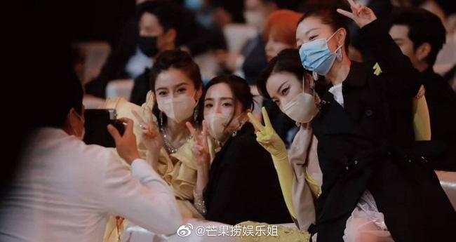Triệu Lệ Dĩnh bị cô lập tại Đêm hội Weibo, khi có sự xuất hiện của tình cũ Phùng Thiệu Phong?-2