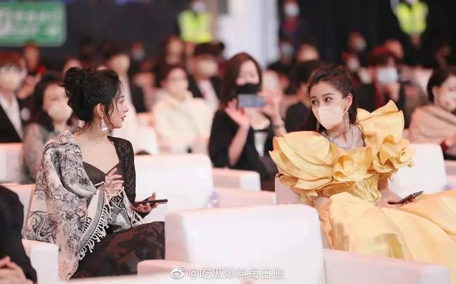 Triệu Lệ Dĩnh bị cô lập tại Đêm hội Weibo, khi có sự xuất hiện của tình cũ Phùng Thiệu Phong?-3