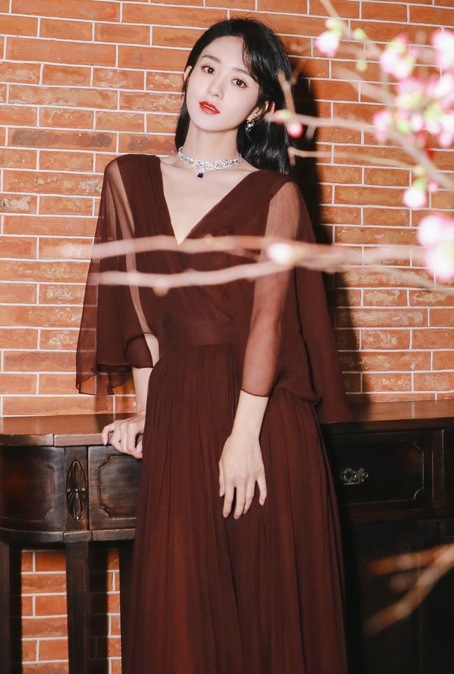 Triệu Lệ Dĩnh bị cô lập tại Đêm hội Weibo, khi có sự xuất hiện của tình cũ Phùng Thiệu Phong?-4