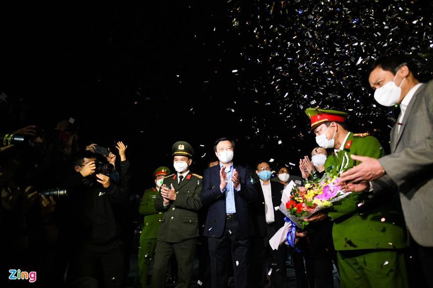 Người dân Chí Linh vui mừng trong thời khắc dỡ bỏ phong tỏa-1