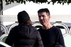 Simon Cowell và bạn gái cãi nhau trên phố
