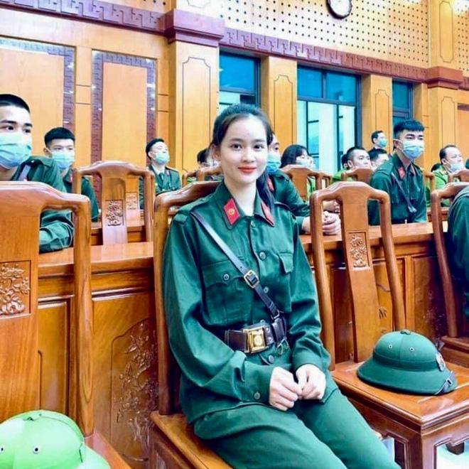 Nhan sắc đời thường của nữ tân binh Yên Bái tự nguyện nhập ngũ-1