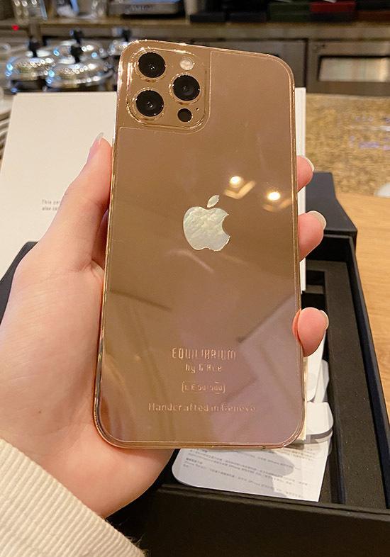 Vũ Khắc Tiệp được tặng iPhone mạ vàng 18k giá 250 triệu đồng-4