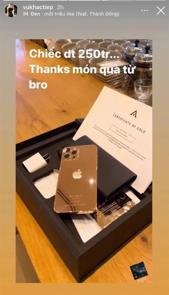 Vũ Khắc Tiệp được tặng iPhone mạ vàng 18k giá 250 triệu đồng-8