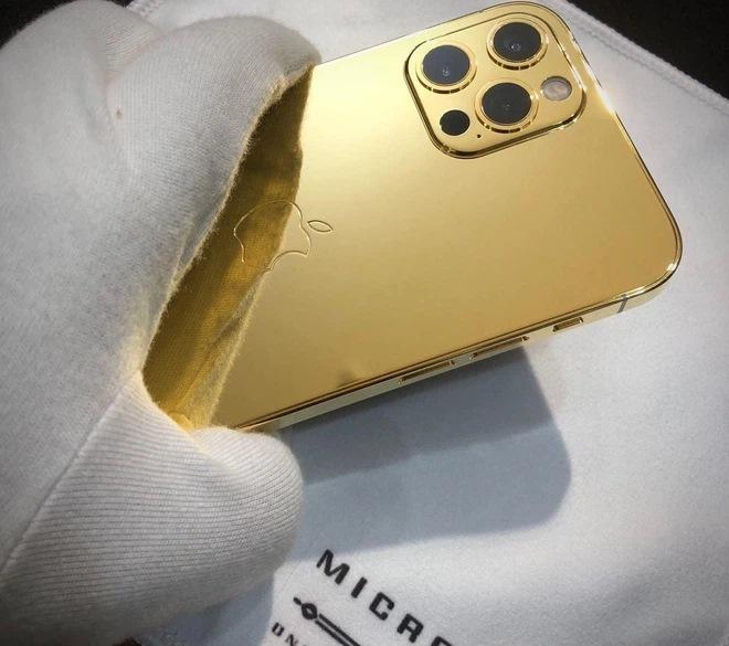 Vũ Khắc Tiệp được tặng iPhone mạ vàng 18k giá 250 triệu đồng-5