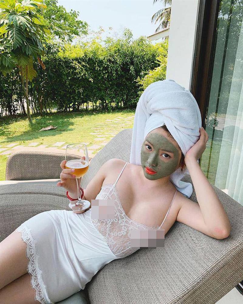 Hot girl Thúy Vi diện váy mỏng như tờ giấy mà không hề lộ liễu phô phang-2