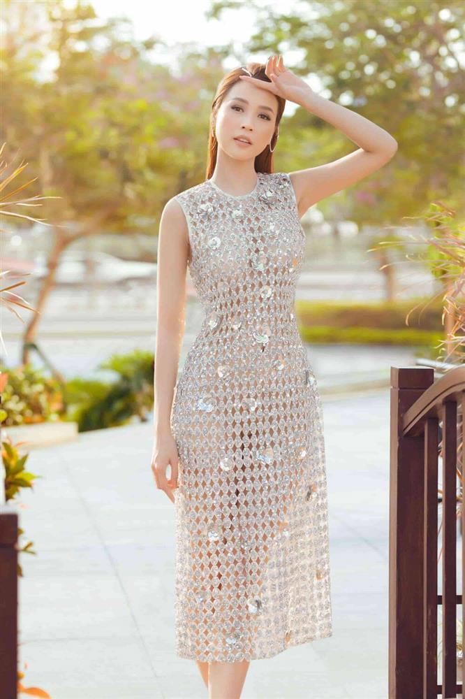 Hot girl Thúy Vi diện váy mỏng như tờ giấy mà không hề lộ liễu phô phang-4