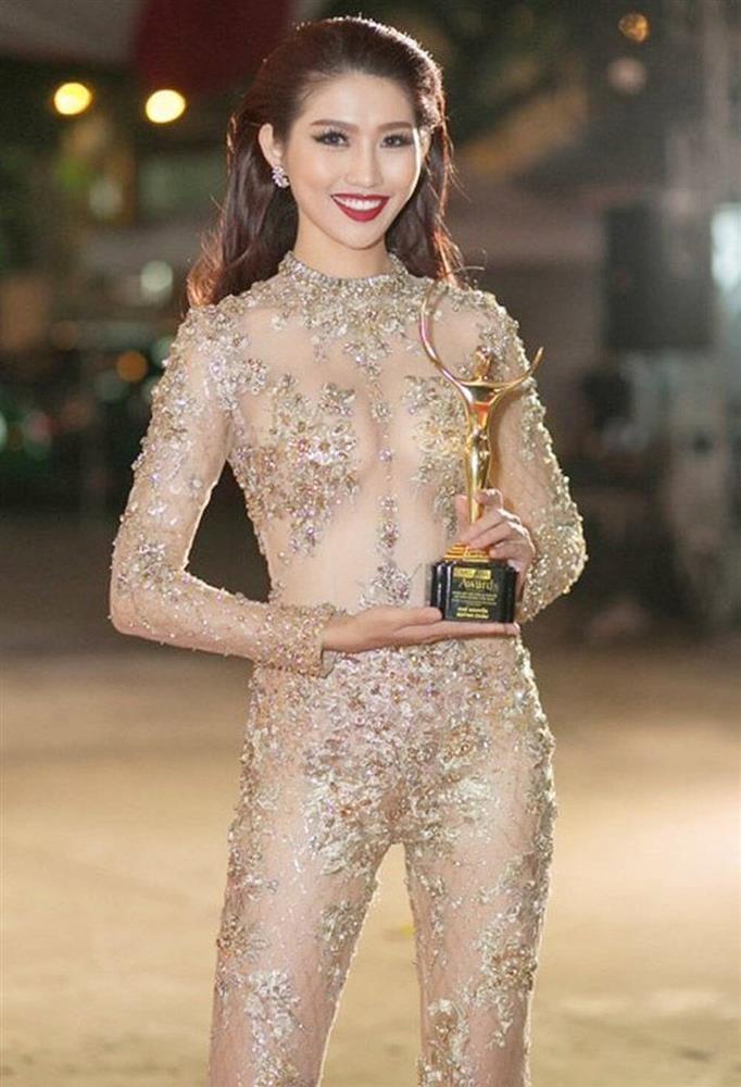 Hot girl Thúy Vi diện váy mỏng như tờ giấy mà không hề lộ liễu phô phang-5