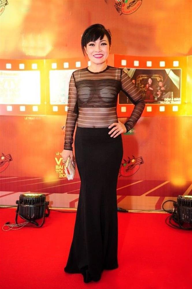 Hot girl Thúy Vi diện váy mỏng như tờ giấy mà không hề lộ liễu phô phang-8