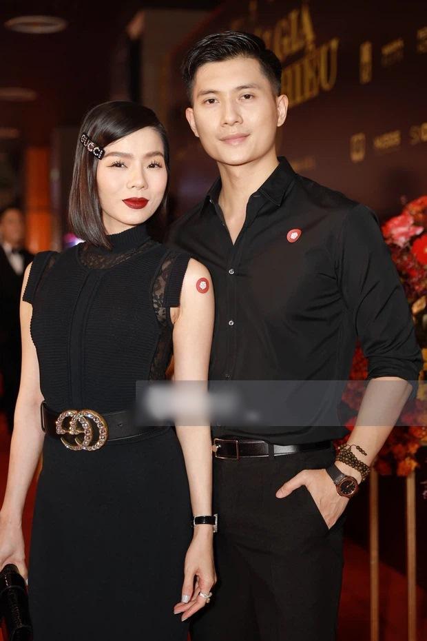 Lệ Quyên, Hiền Hồ, Linh Ka đeo thắt lưng ngược cực phèn-2