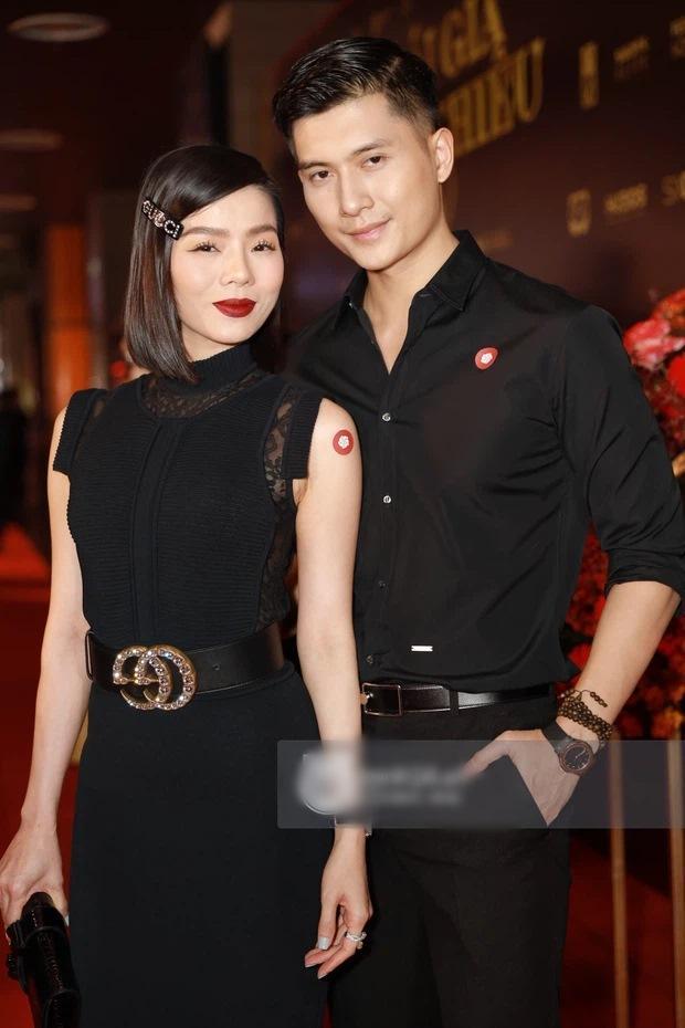 Lệ Quyên, Hiền Hồ, Linh Ka đeo thắt lưng ngược cực phèn-3