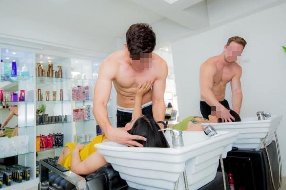 Salon tóc thuê dàn trai 6 múi cởi trần phục vụ chị em gây tranh cãi-2