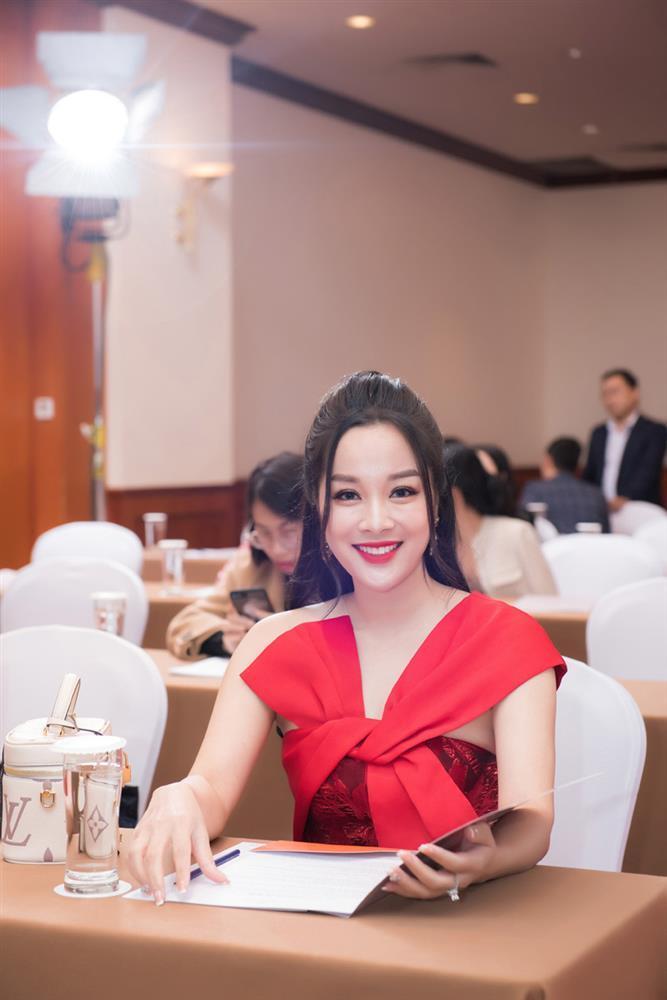 Vàng Anh Minh Hương: Tuổi 39 mà ngỡ em chưa 18-1