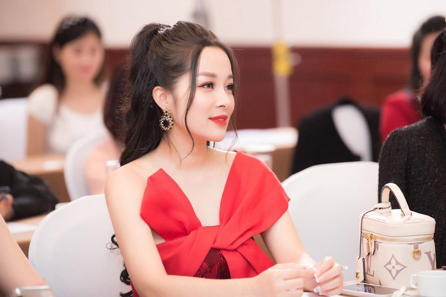 Vàng Anh Minh Hương: Tuổi 39 mà ngỡ em chưa 18-2