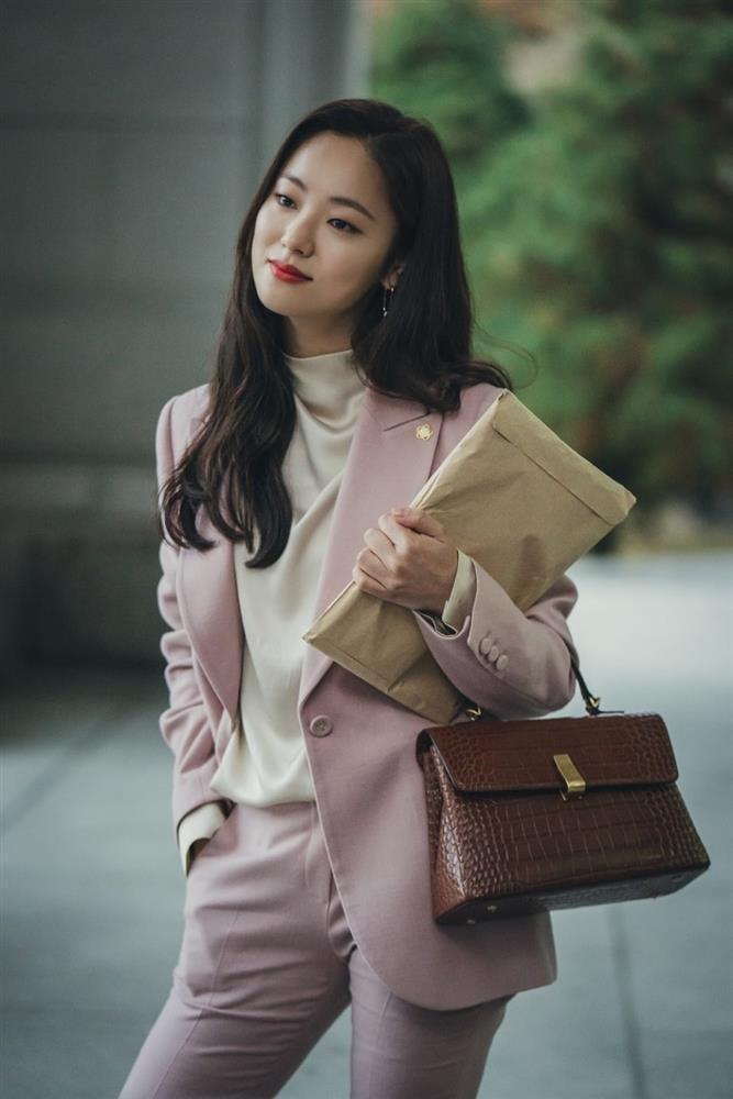 Người tình Song Joong Ki ăn điểm nhờ đẳng cấp hàng hiệu-1